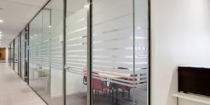 Glaswand met glasdeuren 2