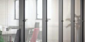 Glaswand verticale glaspanelen Monobloc