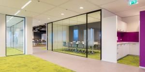 Glaswanden kantoor vergaderruimte