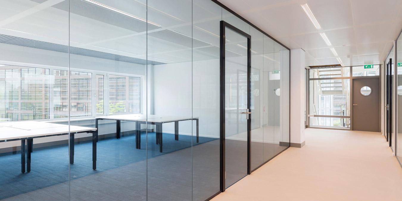 Volglas scheidingswanden verbeek rinzema interieurs - Feuchtigkeit in den wanden ...