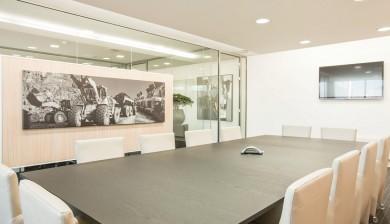 Glazen kantoorwanden vergaderruimte inclusief kast
