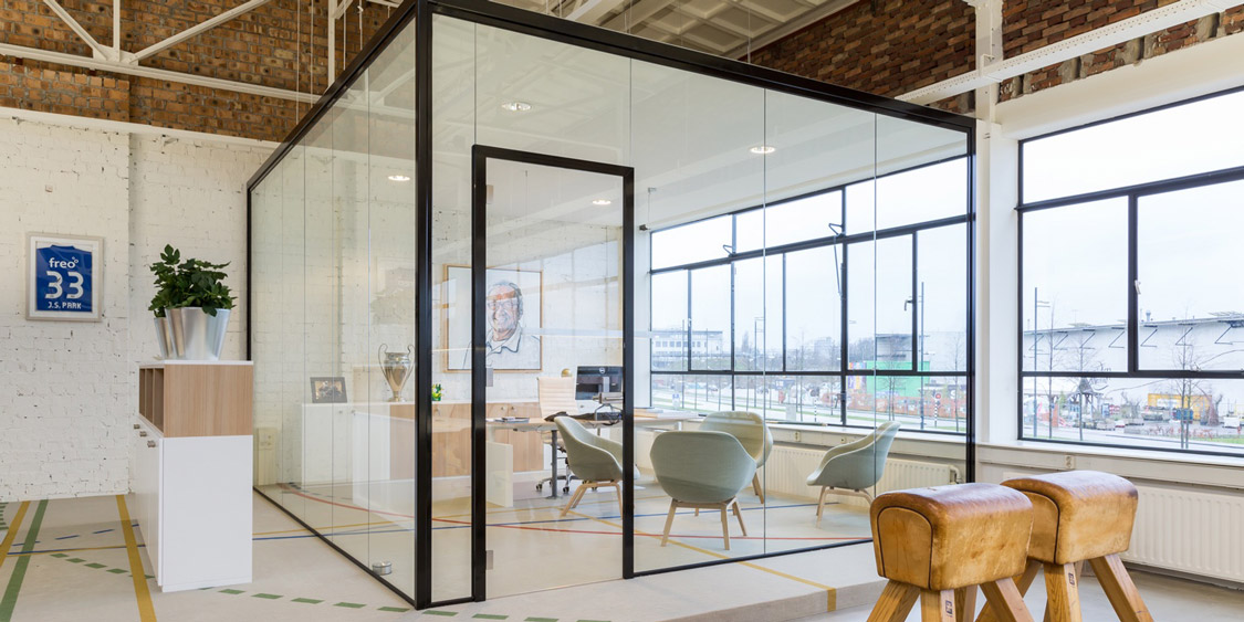 Glazen wand / glaswand - Verbeek & Rinzema Interieurs