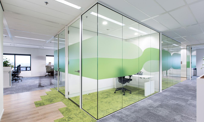 Glazen scheidingswanden kantoorruimte Verbeek en Rinzema