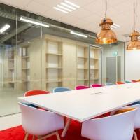 Vergaderruimte met glazen kantoorwand