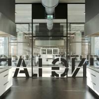 Extra hoge glaswand Co Creation Lab