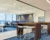 Volglaswand als afscheiding voor een kantoorruimte