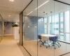 Spreekkamer met volglas wanden Verbeek en Rinzema Interieurs